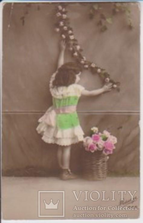 """Открытка """"Девочка в окружении роз"""", фото №2"""
