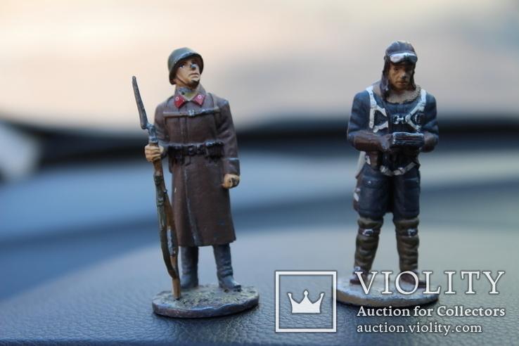 """Два вояки 41 та 42 року """"вага 151 грам. висота 6,3 см."""
