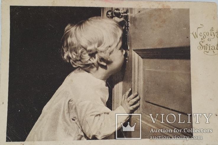 """Открытка """"А за дверью праздник""""  (1946 год), фото №2"""