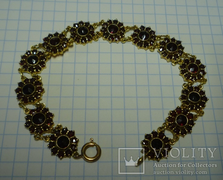 Старинный золотой браслет с гранатами-пиропами.