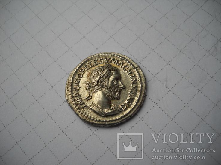 Денарий Макрин  (217-218)