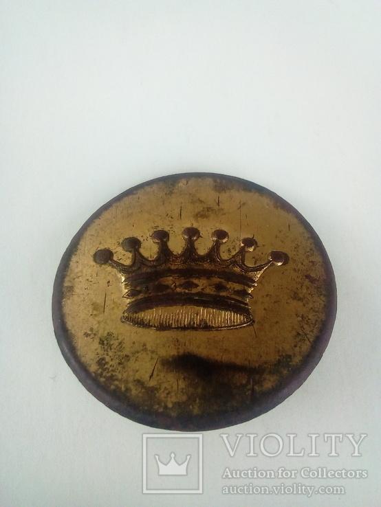 Большая пуговица с короной в позолоте., фото №2