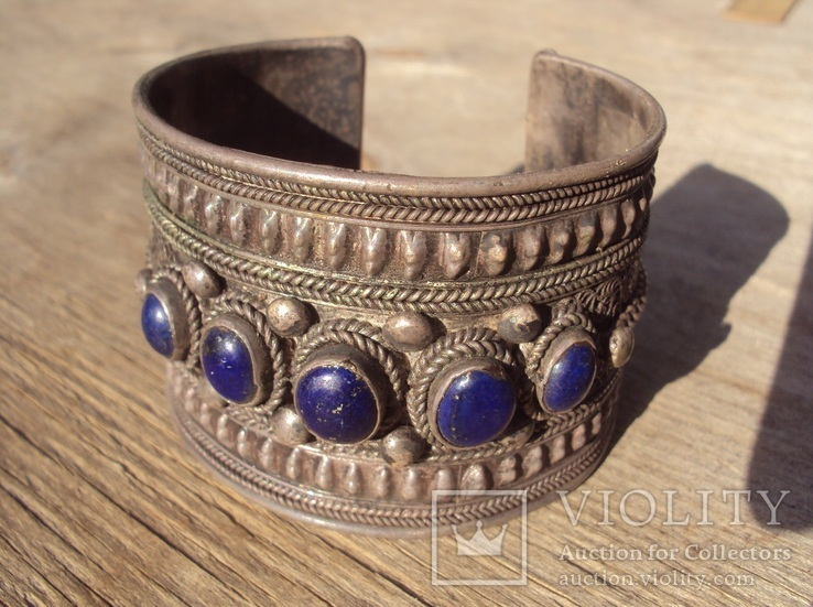 Старый браслет с натуральным лазуритом.