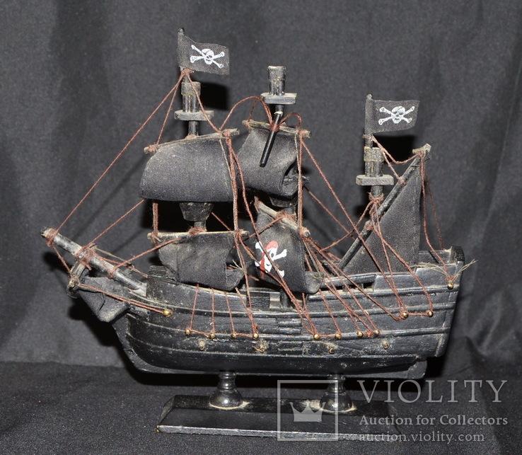 Модель корабля Черная Жемчужина. Пиратский