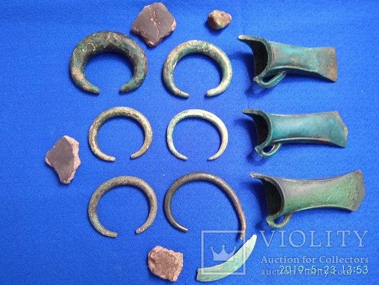 Три кельта и другие предметы культуры Гава-Голиграды, примерно 1250-1050гг. до н.э.