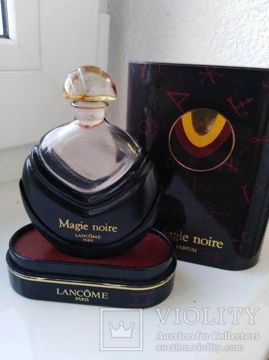 Флакон и коробка с остатками духов Magie noire