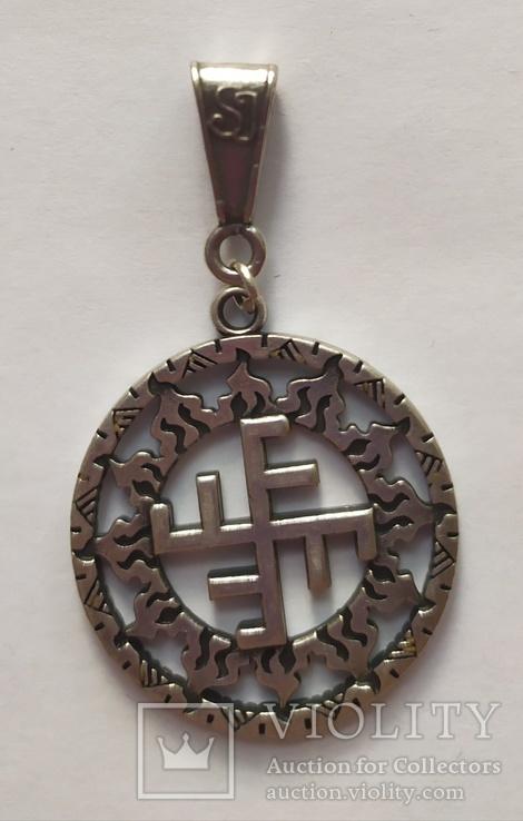Славянский оберег. Солнечный крест в солнечном круге.