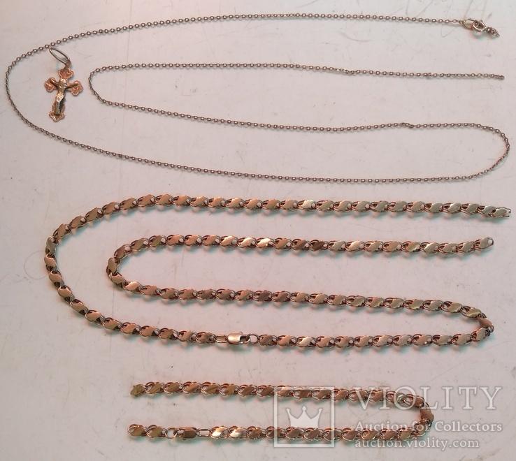 Две золотые цепочки , браслет и крестик ( всё 585-й пробы  ) .