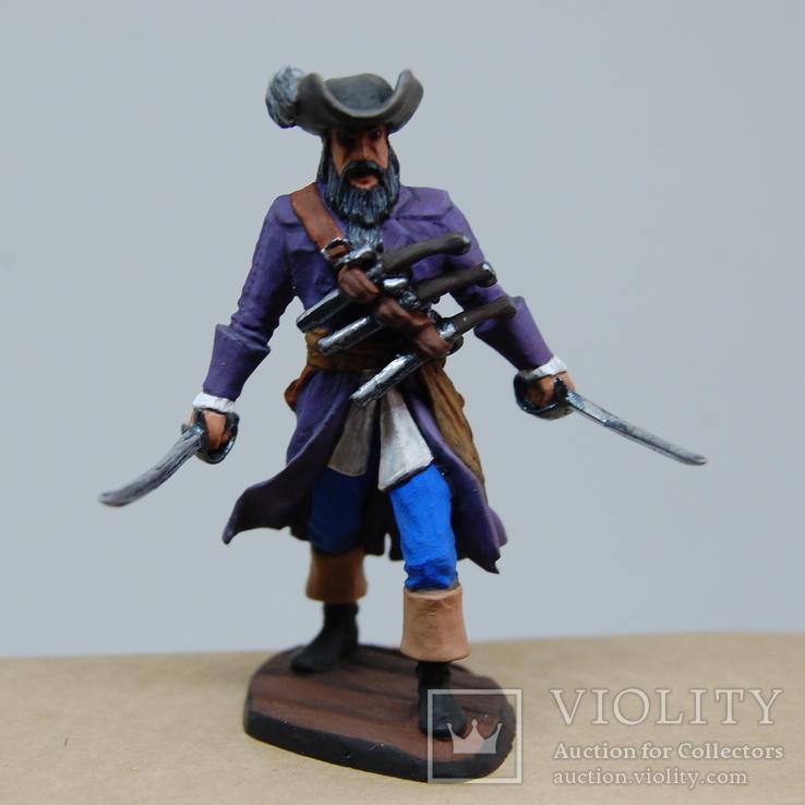 Пират с двумя саблями и тремя пистолетами на груди. Олово, раскрас, фото №2