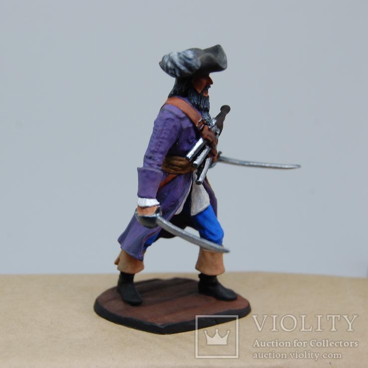 Пират с двумя саблями и тремя пистолетами на груди. Олово, раскрас, фото №10