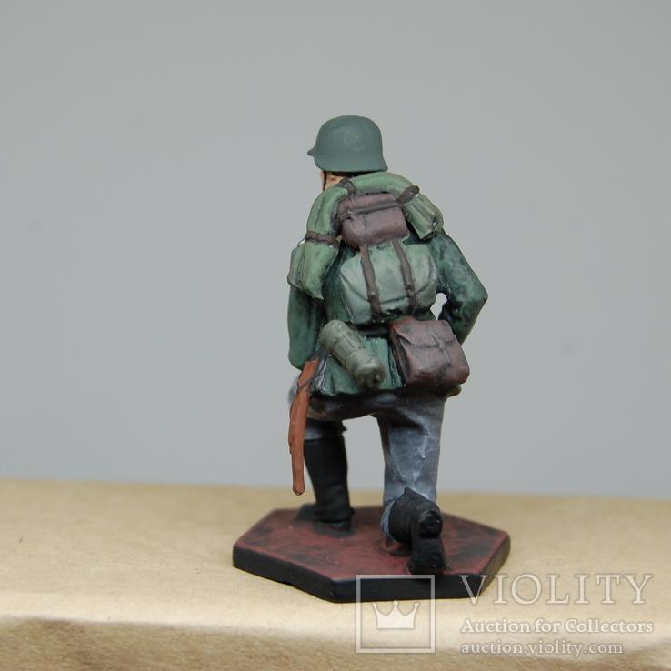 Немецкий солдат на колене с автоматом. Период ВОВ. Олово, раскрас, фото №7