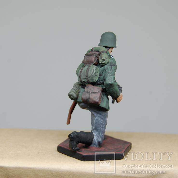 Немецкий солдат на колене с автоматом. Период ВОВ. Олово, раскрас, фото №8