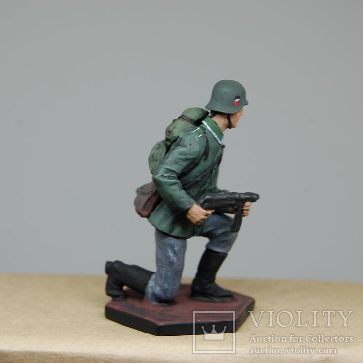 Немецкий солдат на колене с автоматом. Период ВОВ. Олово, раскрас, фото №9