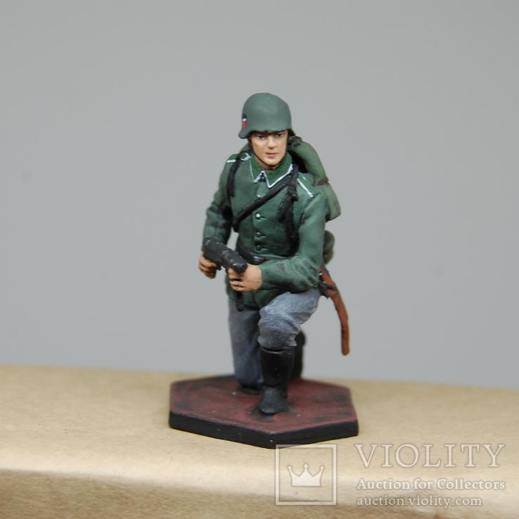 Немецкий солдат на колене с автоматом. Период ВОВ. Олово, раскрас, фото №10