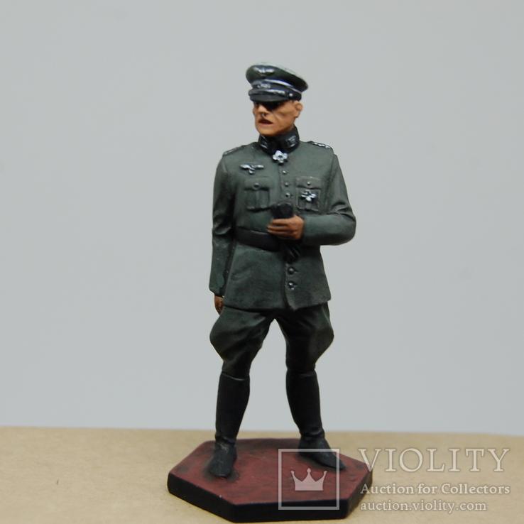 Немецкий офицер с перчатками. Период ВОВ. Олово, раскрас