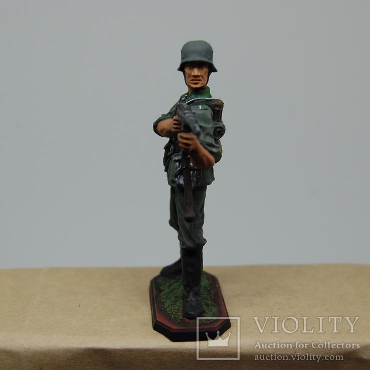 Немецкий солдат стреляет с автомата. Период ВОВ. Олово, раскрас, фото №5