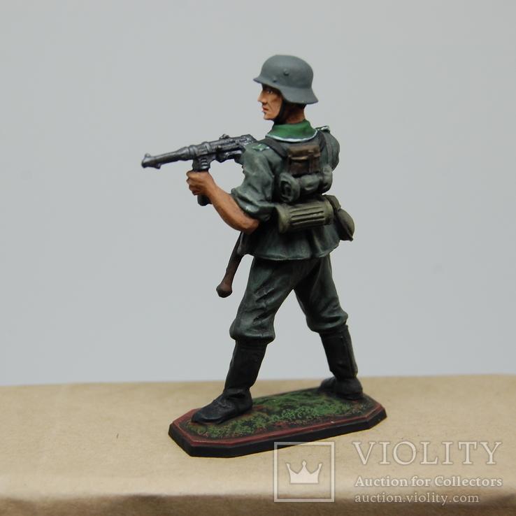Немецкий солдат стреляет с автомата. Период ВОВ. Олово, раскрас, фото №6