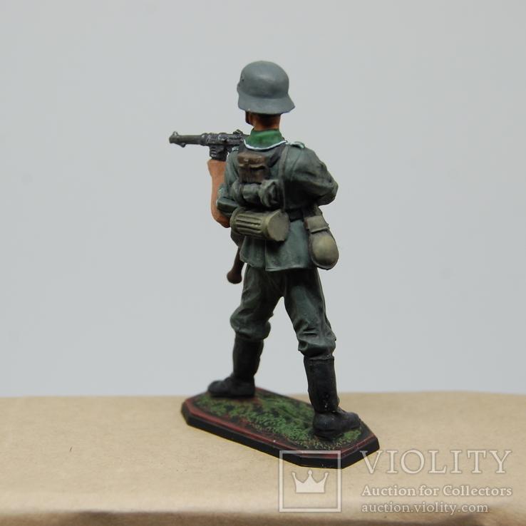 Немецкий солдат стреляет с автомата. Период ВОВ. Олово, раскрас, фото №7