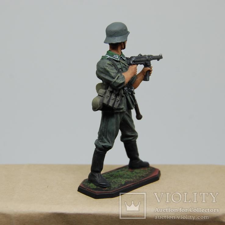 Немецкий солдат стреляет с автомата. Период ВОВ. Олово, раскрас, фото №8