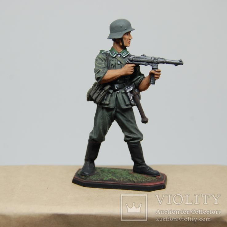 Немецкий солдат стреляет с автомата. Период ВОВ. Олово, раскрас, фото №9