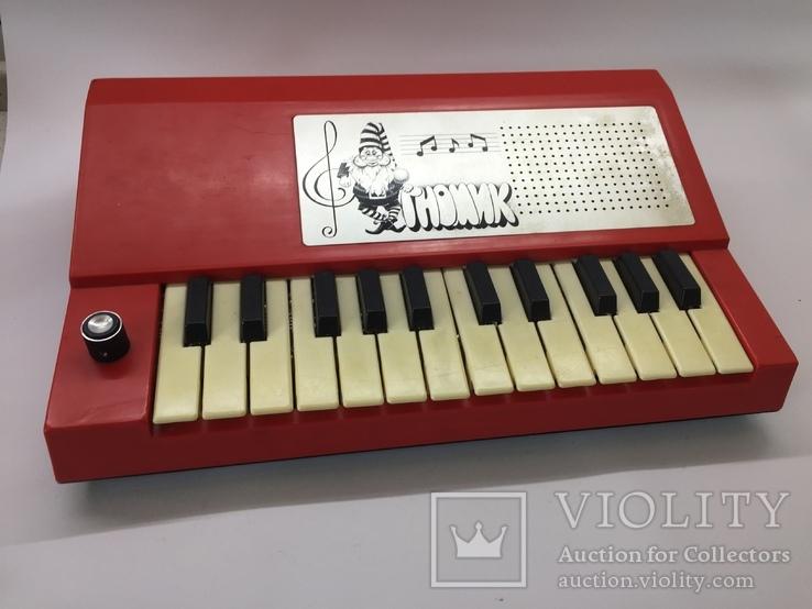 Электронная музыкальная игрушка Гномик