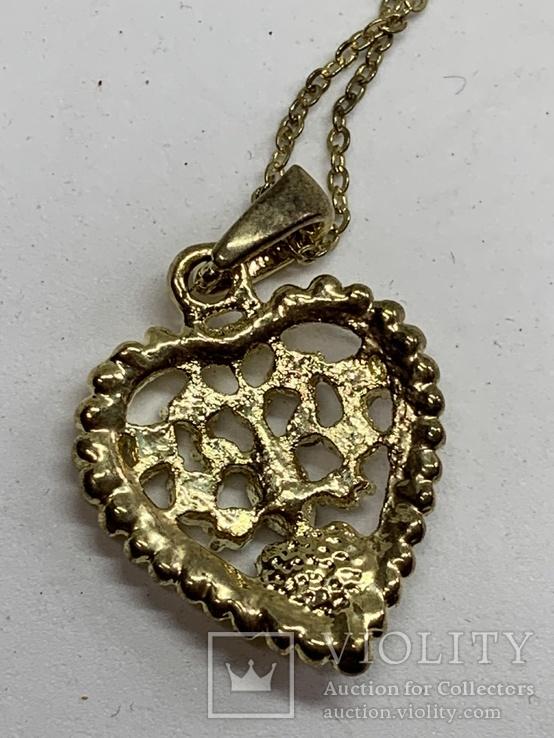 Золотистый кулон в виде сердца на цепочке, фото №5