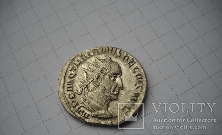 Антониниан Траян Деций.