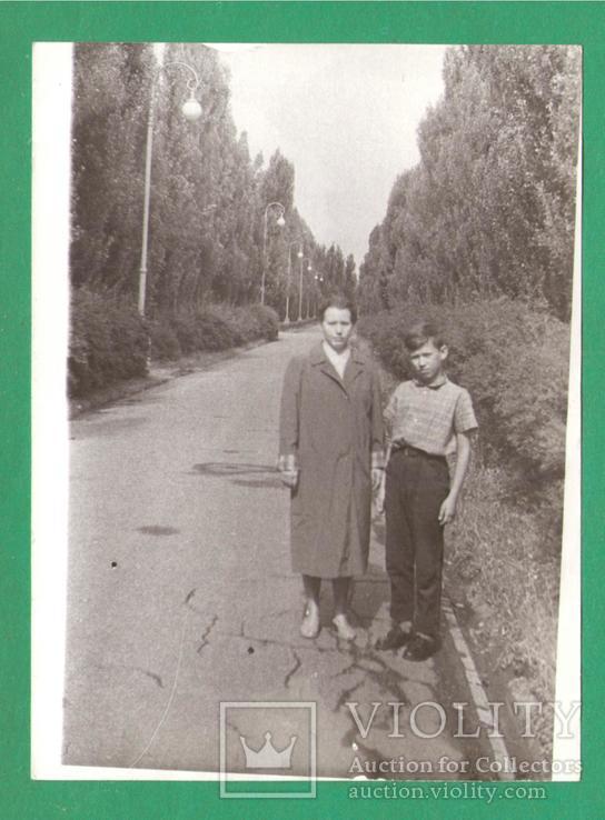 Женщина мальчик парк Киев ВДНХ 1963, фото №2