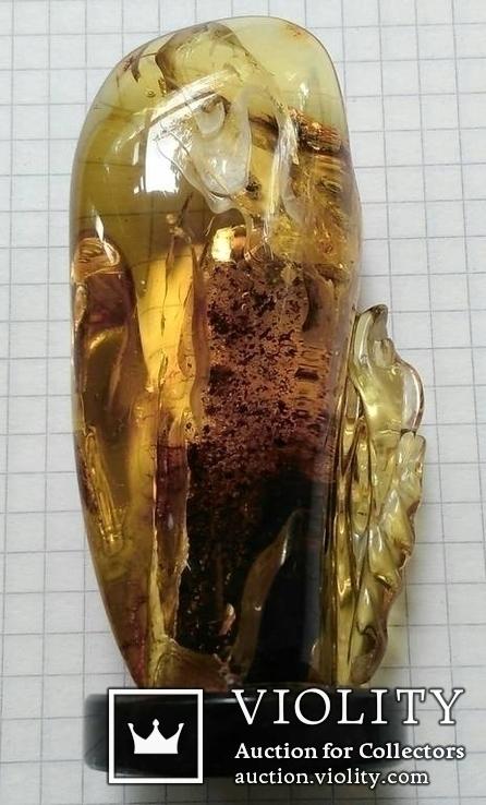 Янтарная статуэтка с инклюзом, фото №6