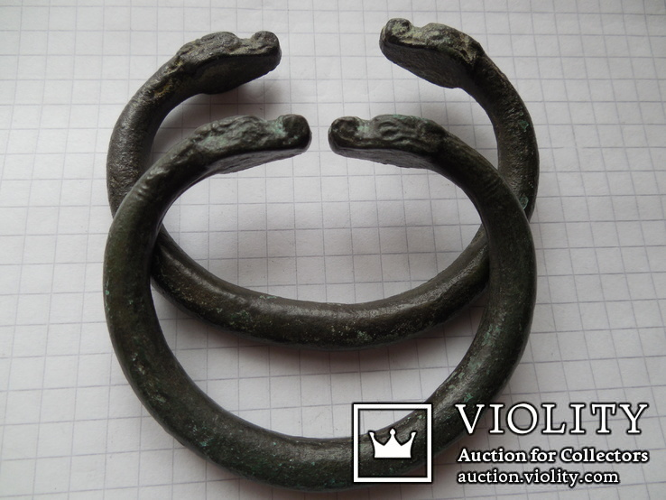 Скифские бронзовые змееголовые браслеты