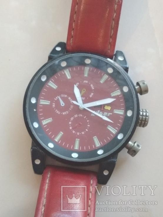 Часы наручные Красные на ходу