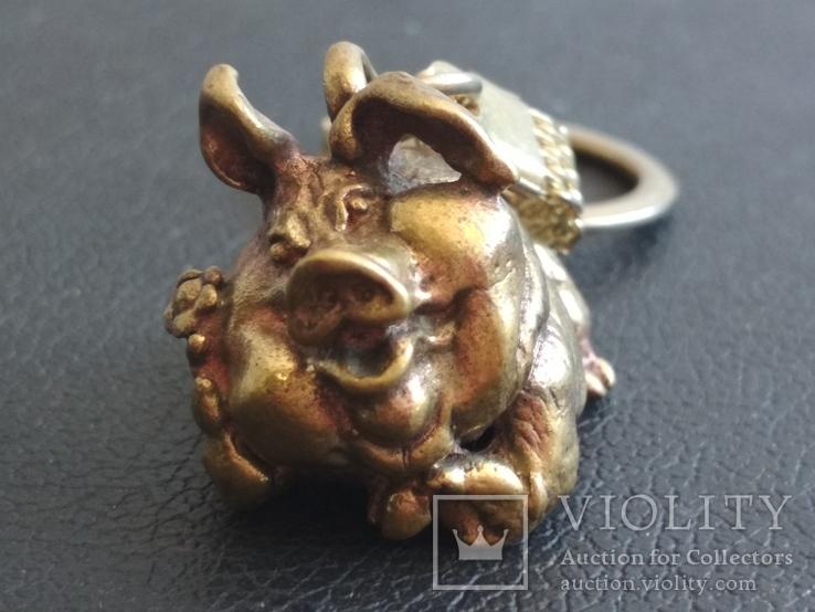 Свинья веселая коллекционная миниатюра бронза брелок, фото №6