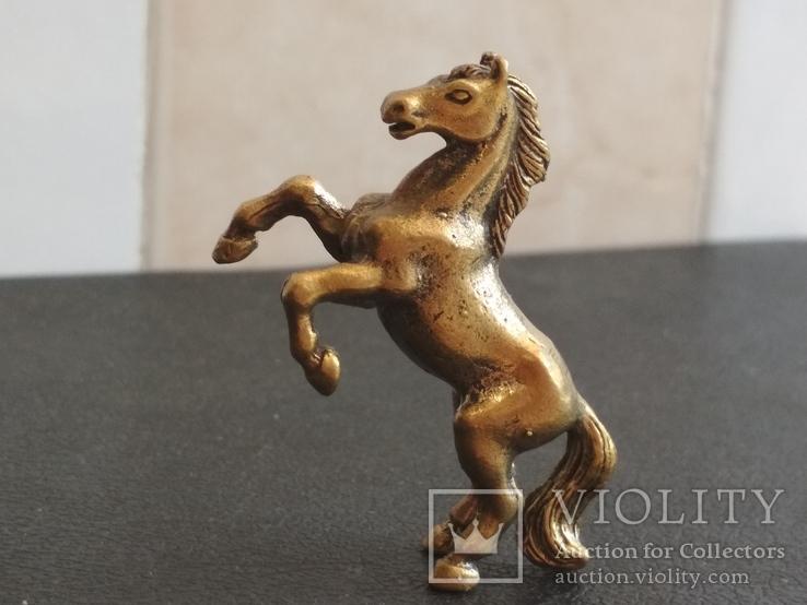Лошадь на дыбах бронза брелок коллекционная миниатюра