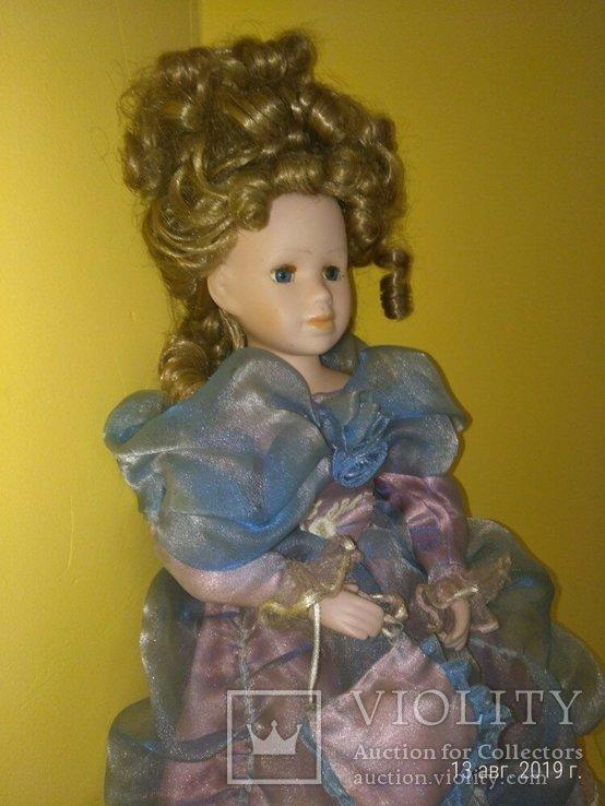 Кукла фарфор Леди с сумочкой 42см