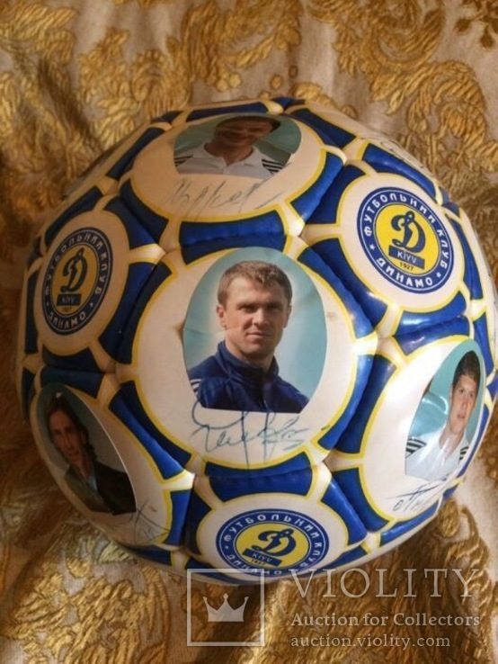 Мяч с автографами сборной Динамо-Киев, начало 2000-х