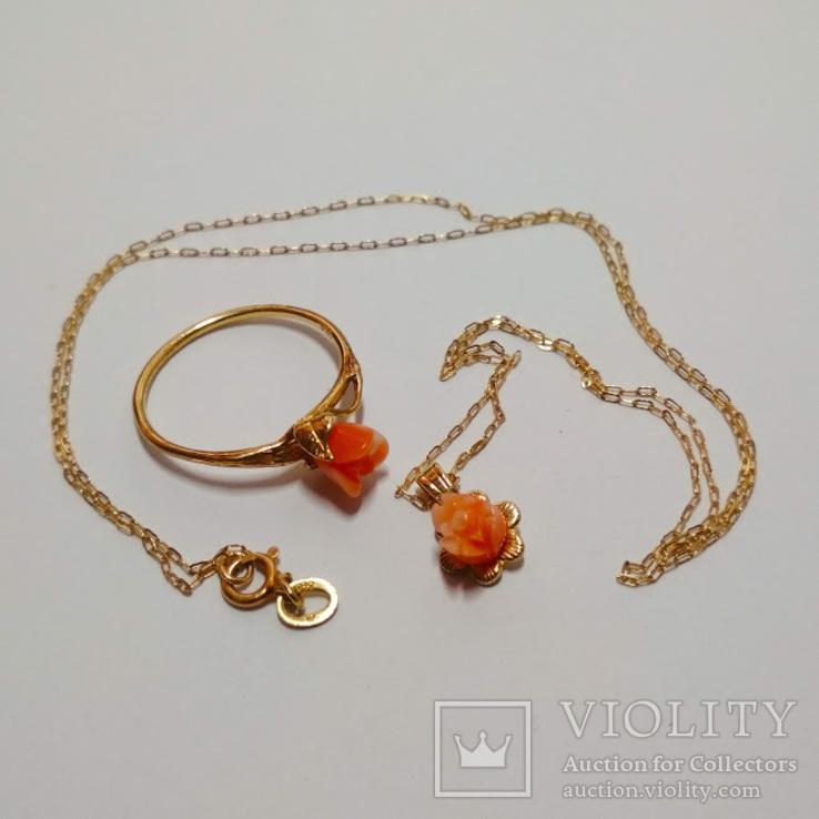 Золотой кулон и кольцо с натуральным розовым кораллом