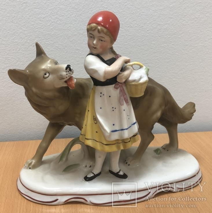 Красная шапочка и волк. Старая Германия. Высота - 18 см