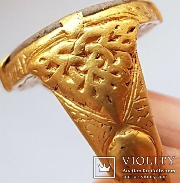 Перстень 11-13 век, золото ,камень