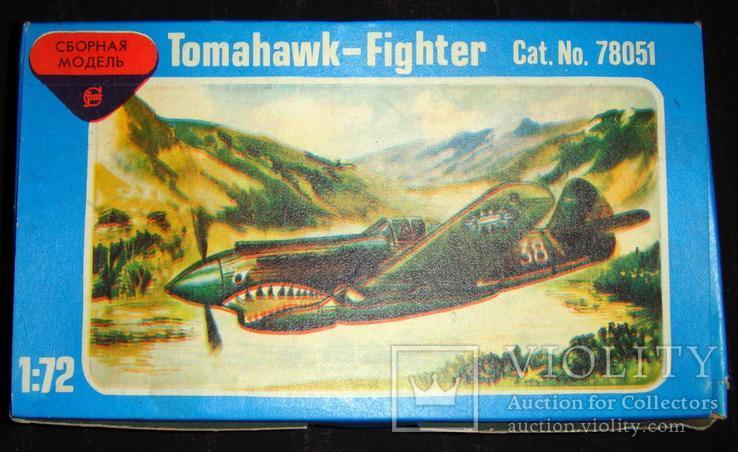 Истребитель Curtiss P-40 Tomahawk 1/72.
