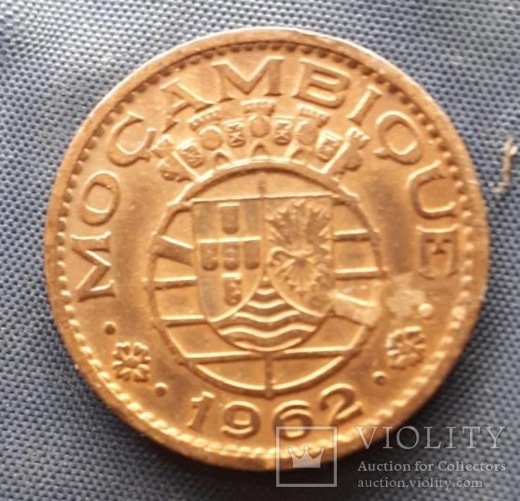 1 эскудо Португальский Мозамбик 1962г. медь, фото №2