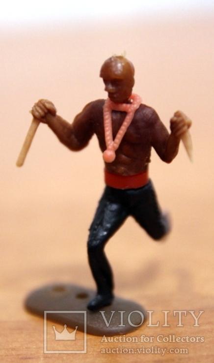 Лот из 5-ти цветных фигурок. 3 индейца и 2 ковбойца, фото №5