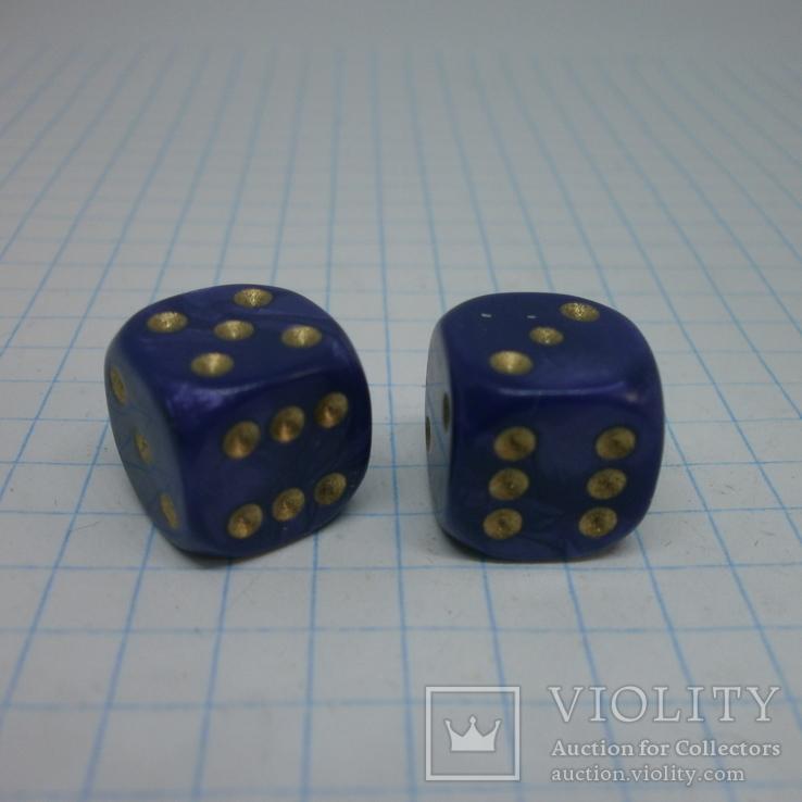 Пара кубиков для игр.