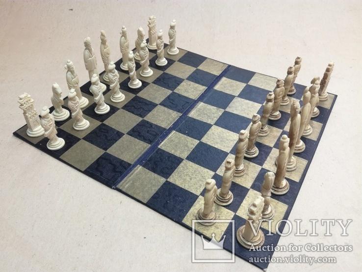 Шахматы старинные с фигурками из кости. Футляр., фото №2