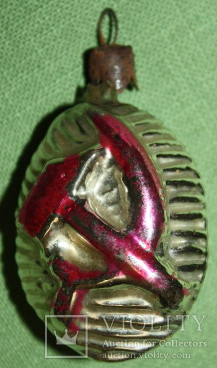 Медальйон серп и молот.