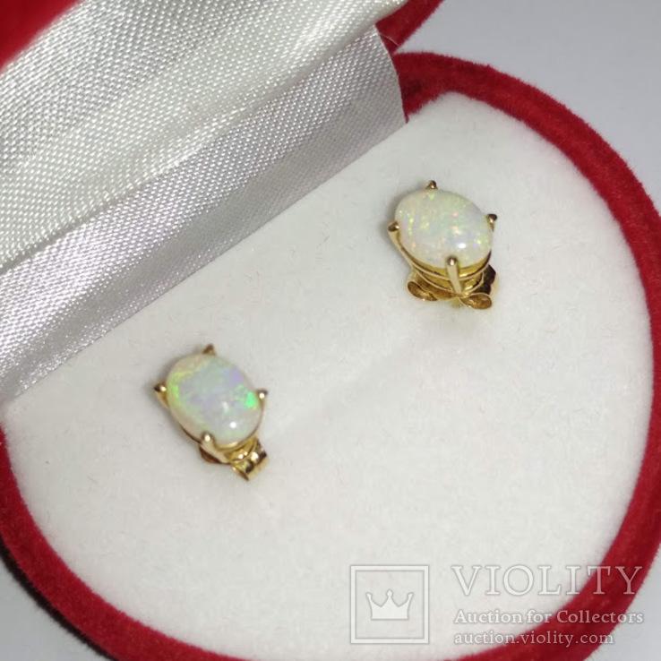 Миниатюрные золотые серьги-гвоздики с натуральными опалами, фото №2