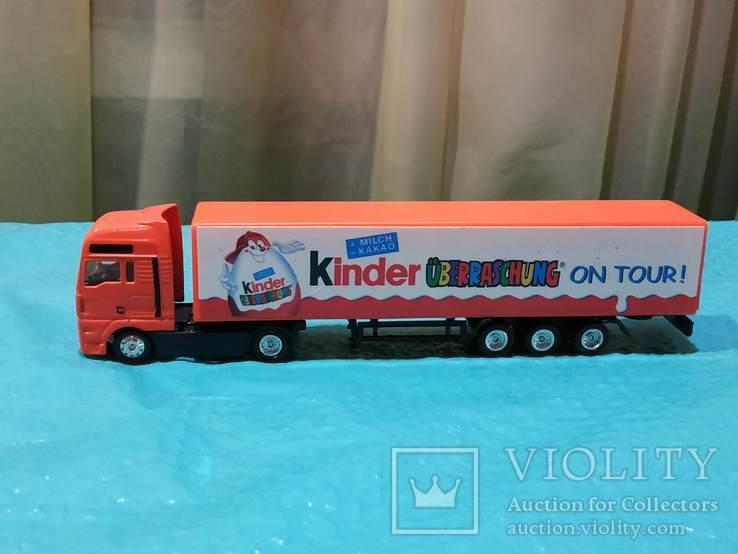 Грузовик из Германии с рекламой Киндер сюрпризов, фото №2
