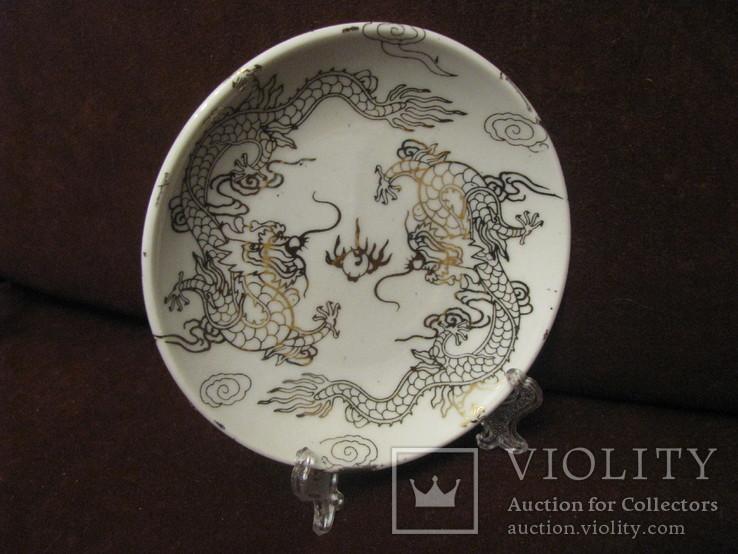 Декоративная кабинетная тарелочка на подставке - Драконы.