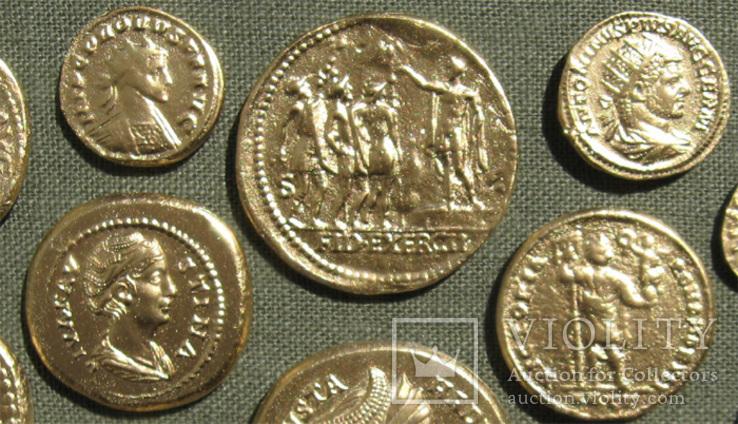 Золотые монеты античности. Копии, без стекла 31х21см., фото №5