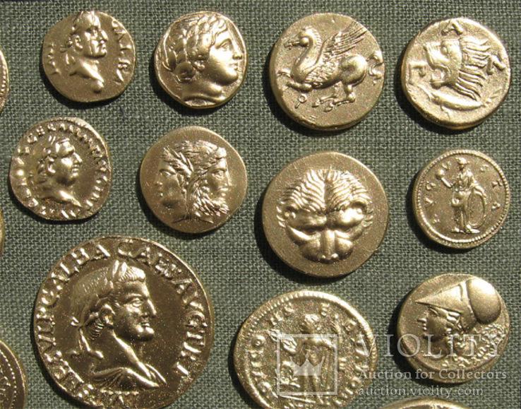 Золотые монеты античности. Копии, без стекла 31х21см., фото №6