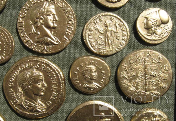Золотые монеты античности. Копии, без стекла 31х21см., фото №9